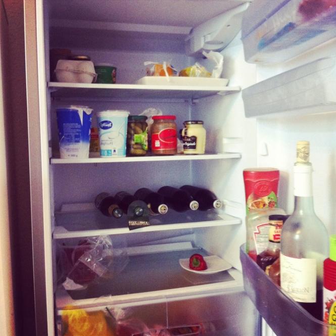 Ich gestehe, dieser Kühlschrank ist mir nicht ganz fremd. Aber dennoch nicht meiner und immer wieder spannend. :-)
